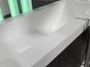 Corian® badmøbel med vask og badekar udført i farven Glacier White. Udvendig beklædt med træ.