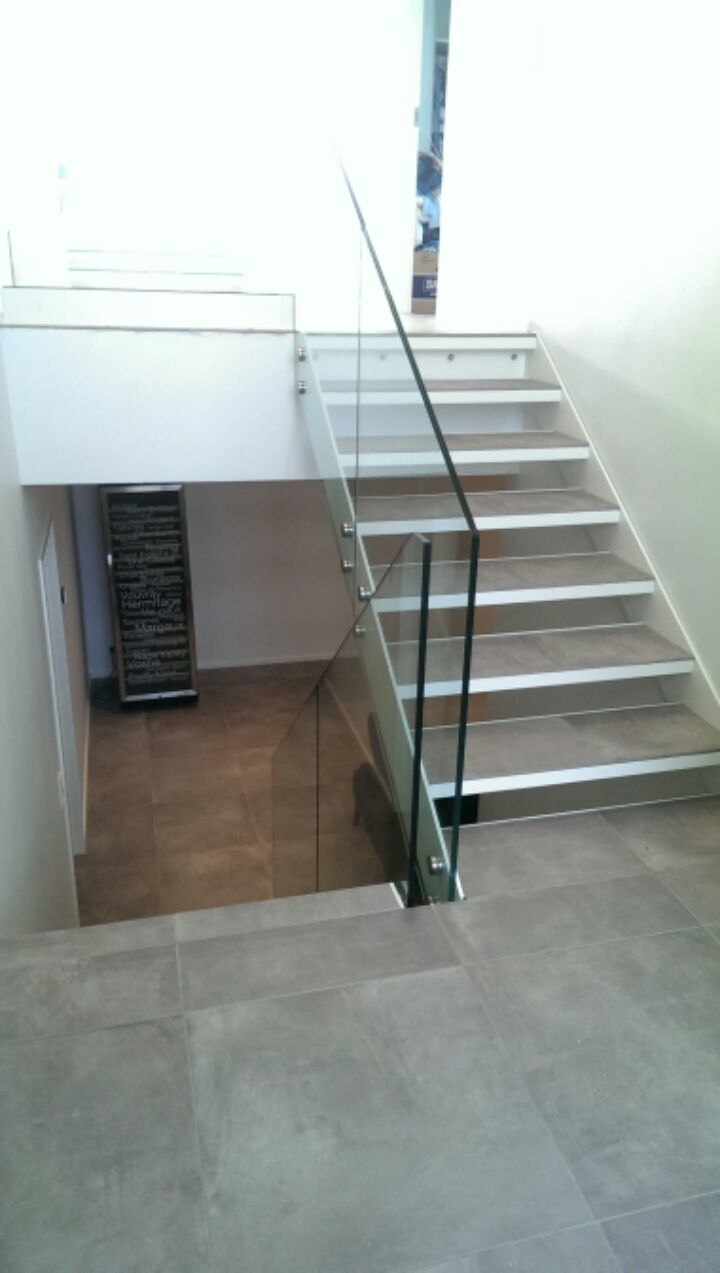 Stål trappe med glas