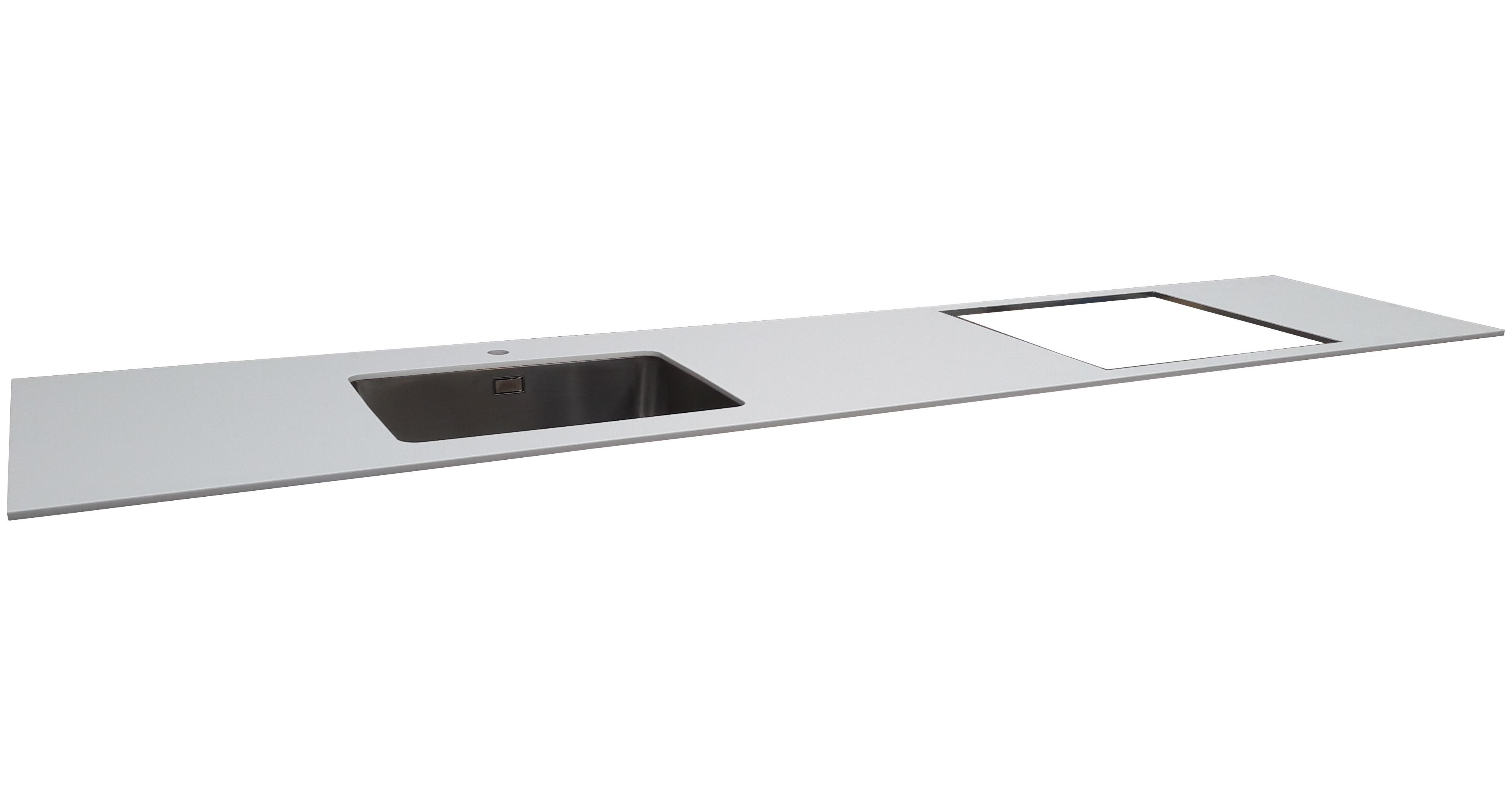 12 mm Corian bordplade i farven Glacier White med underlimet vask Intra Frame 520, hul for armatur samt udskæring for kogeplade. Bordpladen er del af et stort byggeprojekt af lejligheder i København.