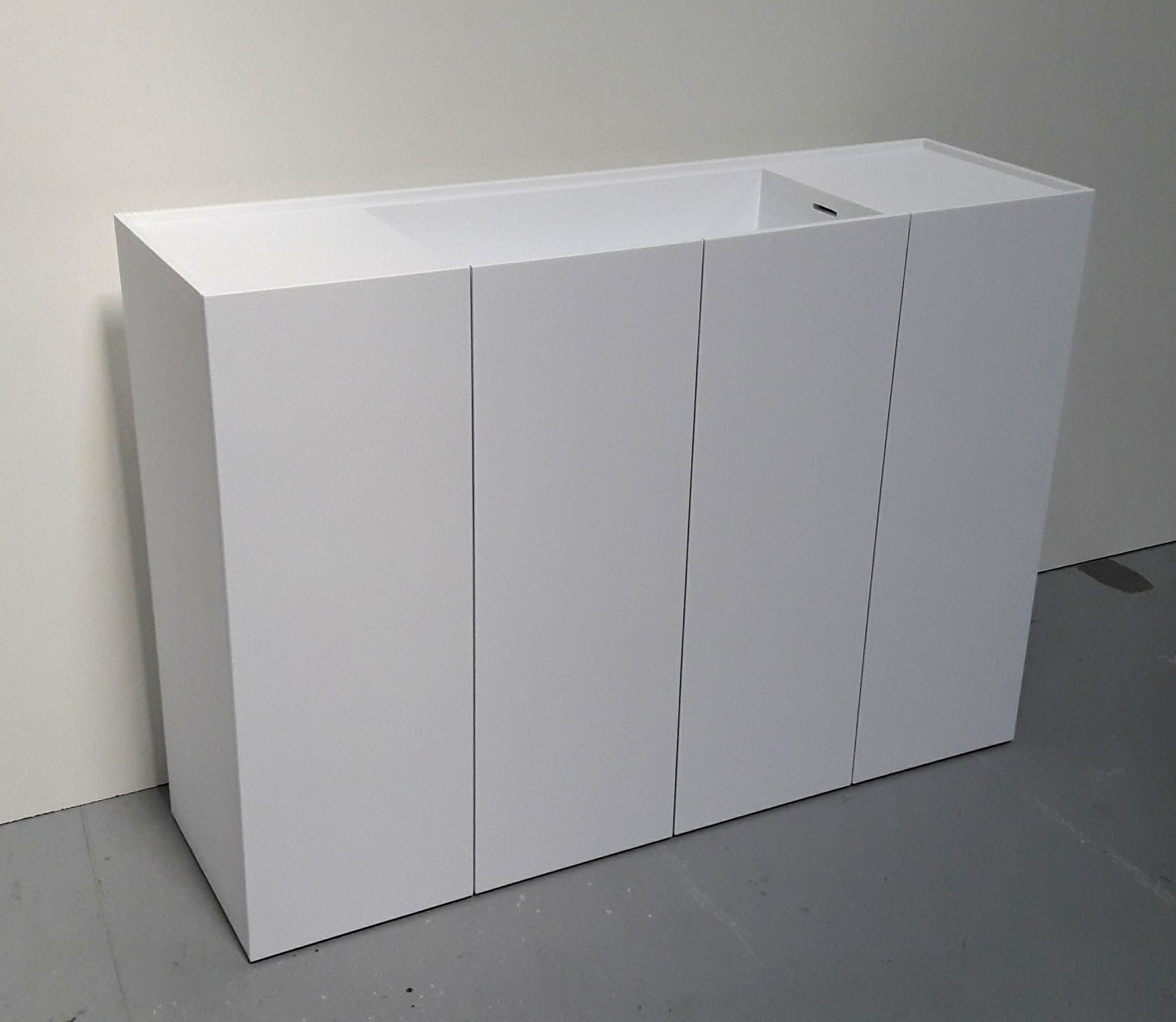Corian badeværelsesmøbel med integreret vask i farven Designer White