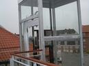 Elevatortårn i stål og glas.