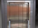 Rustfast ståldør til elevator.
