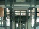 Elevatortårn udført i glas, stel i stål og inddækninger i rustfast stål.