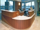 Reception med bordplader i Dupont Corian.